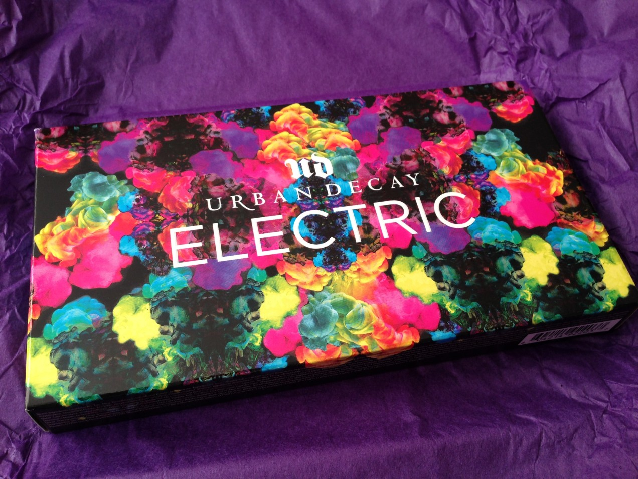 urban decay cosmetics electric pressed pigment palette. electric palette outside. pressed pigment palette, urban decay, decay cosmetics